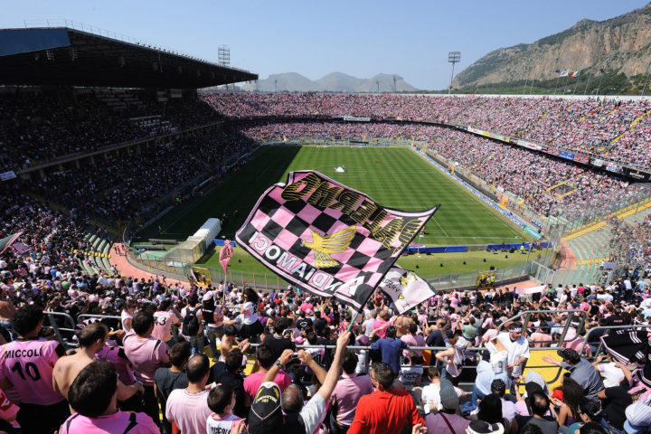 PALERMO, ITALY - MAY 09:  Fans of Palermo show their support before the Serie A match between US Citta di Palermo and UC Sampdoria at Stadio Renzo Barbera on May 9, 2010 in Palermo, Italy.  (Photo by Tullio Puglia/Getty Images)